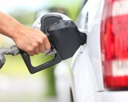 Veja 15 dicas para economizar combustível no carro